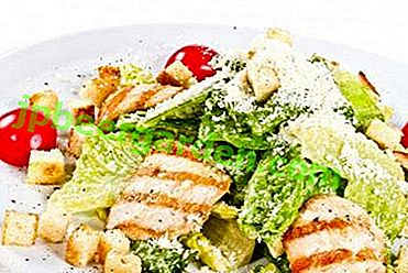 Класичний салат «Цезар» з пекінською капустою, сухариками, куркою і помідорами і з іншими інгредієнтами