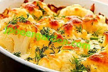 Cuisine savoureuse - chou-fleur cuit au four avec des œufs, du fromage et d'autres ingrédients