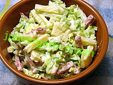 Les salades les plus délicieuses au chou de Pékin et aux champignons: recettes au poulet, craquelins et autres ingrédients